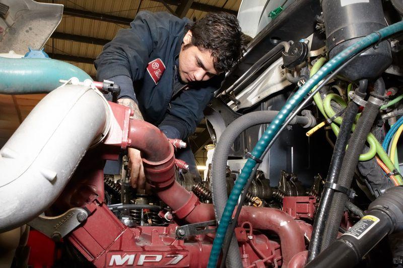 Что понадобится для обучения в школе автомехаников, где записаться?