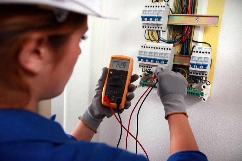 Здесь вы можете найти достойные курсы обучения электриков