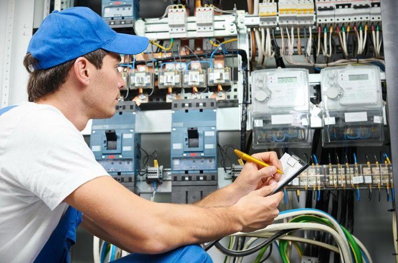 Индивидуальные курсы электриков в Санкт Петербурге