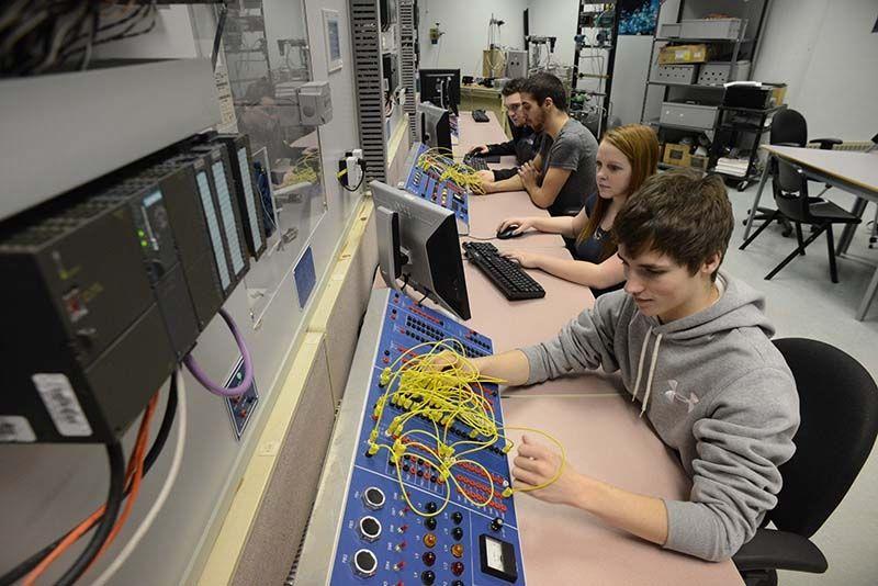 Как найти которая электриков берет учеников?