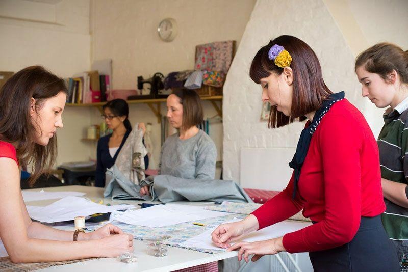 Самые современные курсы обучения кройке и шитью можно здесь выбрать