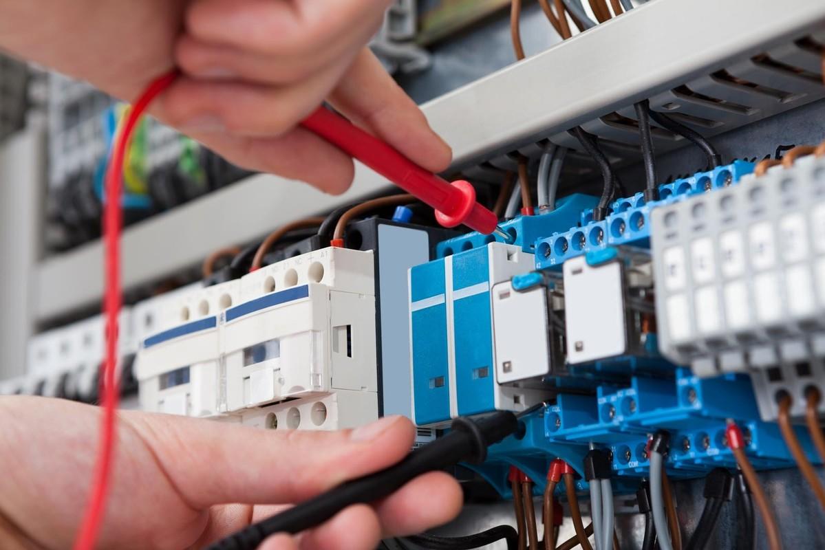 Где найти и как искать курсы обучения электромонтажников